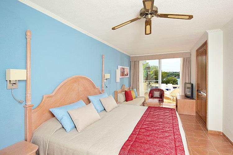 Iberostar jardin del sol santa ponsa club blaues meer reisen for Bungalows jardin del sol playa del ingles